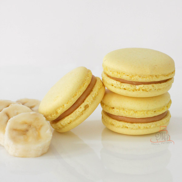 Macarons cu banane si caramel