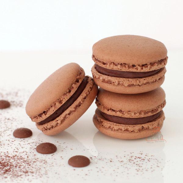 Macarons cu cacao si ciocolata