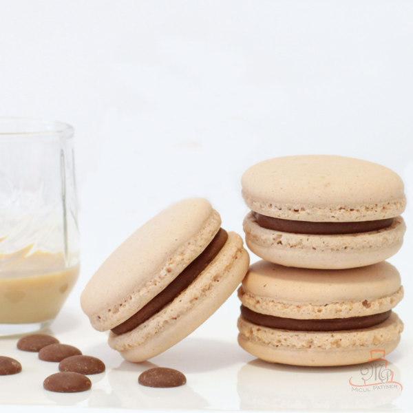 Macarons cu ciocolata cu lapte si crema de whiskey