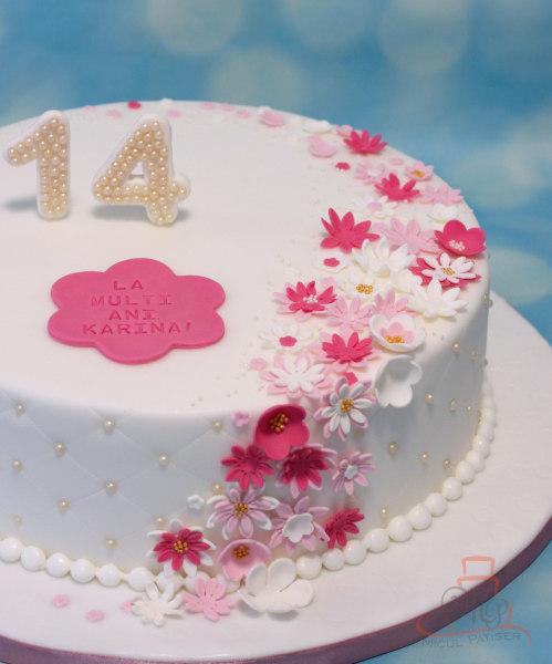 Tort aniversare 14 ani cu floricele si perle