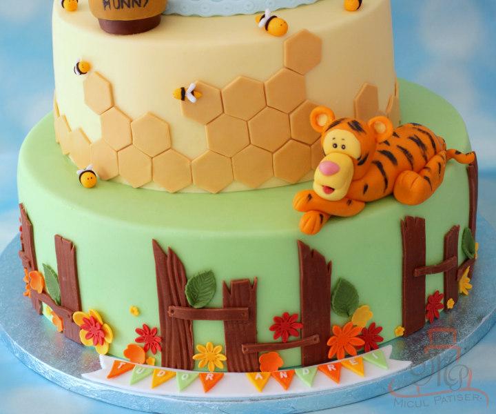 Tort botez cu Winnie Ursuletul (Winnie the Pooh)